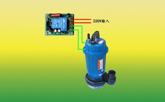 单相潜水泵遥控器也叫做220V潜水泵遥控器,它是一种专用于单相潜水泵遥控控制的遥控装置,它主要有主机与遥控手柄两部分组成,主机的输入端接电源,输出端接潜水泵,遥控手柄可以随身携带在身上。只要在遥控距离许可的范围内,操作人员就可以随身所欲地控制潜水泵的开启与关闭。  3KW单相潜水泵遥控器接线图 相比于三相潜水泵遥控开关而已,单相潜水泵遥控器只适用于220V潜水泵的遥控控制。而且一般在家用潜水泵使用的概率比较大,毕竟家用潜水泵一般的输入电压为220V。 河南金宏源不只生产单相潜水泵遥控开关,而且还生产防